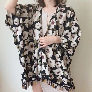 📢Clearance - NWT floral open front kimono fringe